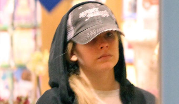 Novas fotos: Avril Lavigne em Los Angeles 31/01/2015