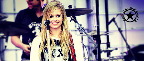 AVRIL NO 'Y98 MISTLETOE SHOW' E 'LET IT SHOW 2013'