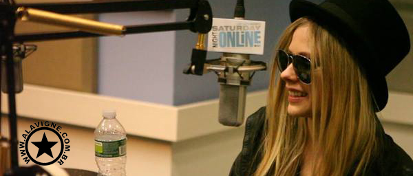 VÍDEO: AVRIL LAVIGNE NO SATURDAY NIGHT.ONLINE 26.05
