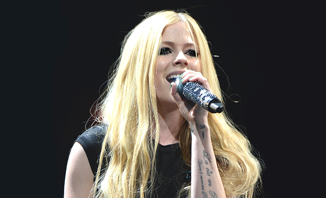 THE ULTIMATE JINGLE BALL PERFORMER: VOTE EM AVRIL LAVIGNE!