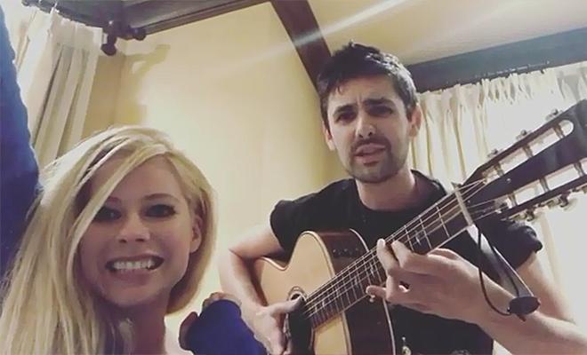 Zane Carney anuncia turnê no Japão e posta vídeo junto com Avril Lavigne