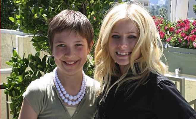 Celebre o aniversário de Avril Lavigne e ajude a The Avril Lavigne Foundation!