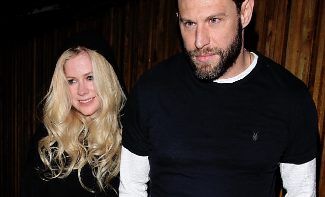 "Avril Lavigne e J. Rotem saindo do restaurante ""The Nice Guy"" – 08.10"
