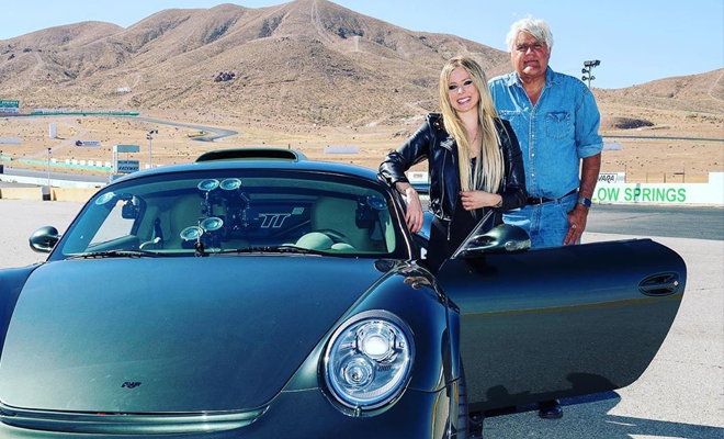"""Participação de Avril Lavigne no programa """"Jay Leno's Garage""""!"""