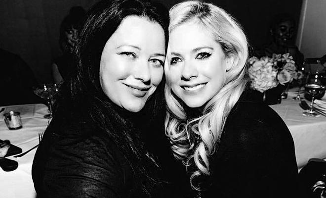 """Avril Lavigne marca presença no evento """"Women In Harmony"""""""