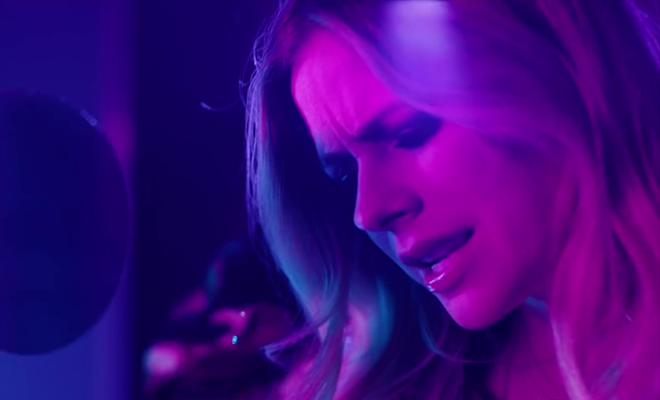 "Assista ao clipe de ""Right Where I'm Supposed To Be""!"