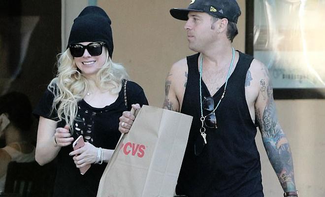 Avril curtindo suas férias em Malibu