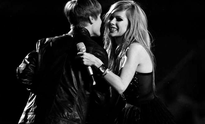 A todos afetados com Lyme, quero dizer que há ESPERANÇA – Avril Lavigne comenta sobre a doença de Justin Bieber
