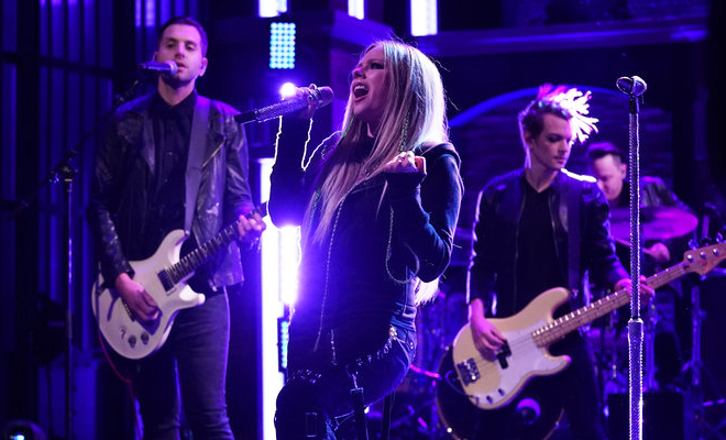 "Performance de ""We Are Warriors"" no talk show ""Live with Kelly and Ryan"""