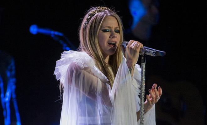 Avril Lavigne vai realizar um show beneficente online!