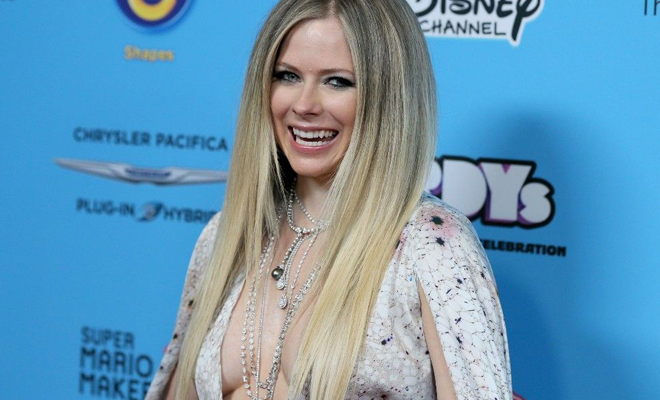 Fãs movimentam para votar em Avril Lavigne no NME Music Awards 2020!