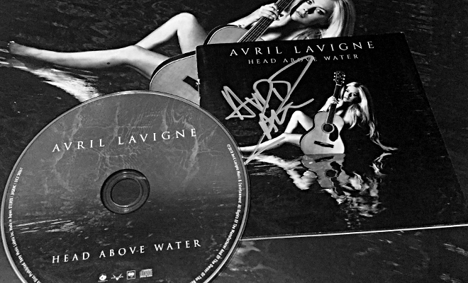 Head Above Water completa um ano de lançamento!