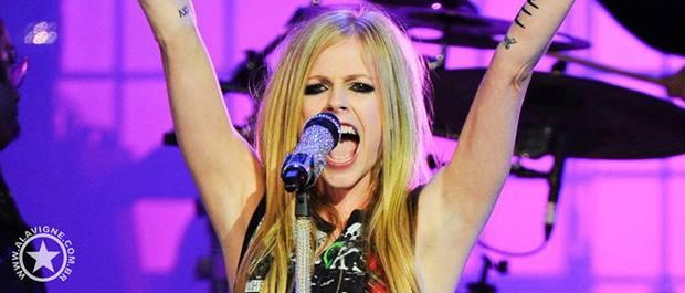 Boato: Avril Lavigne virá ao Brasil em Maio