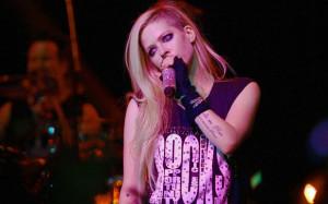Avril-Lavigne-show-sp-01