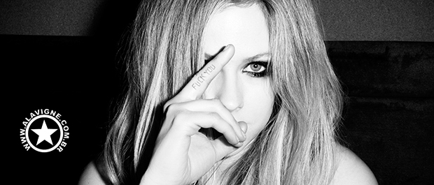VÍDEO: AVRIL LAVIGNE NO LIVE WITH KELLY AND MICHAEL