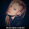 Avril esconde novo corte de cabelo