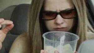quando vc paga a bebida, mas tem gelo que a bebida